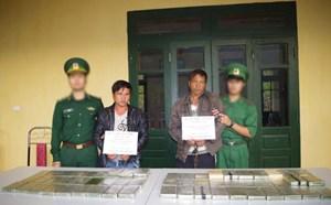 Bắt hai người Lào vận chuyển 69 bánh heroin