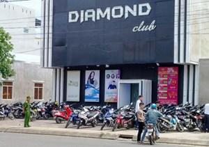 Bắt khẩn cấp 2 anh em chủ quán bar 'tổ chức đánh bạc', thu hơn 1 tỷ