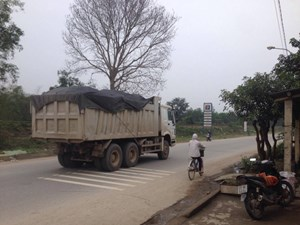 Bắt quả tang 4 thanh tra giao thông nhận tiền 'bảo kê' xe quá tải