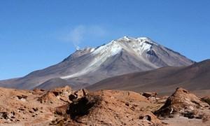 Bể nước 1.000 độ C dưới núi lửa Bolivia