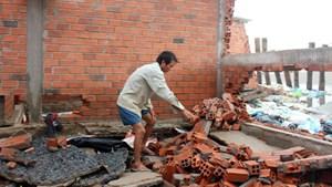 Bến Tre: 50 hộ dân có nguy cơ mất nhà vì sạt lở