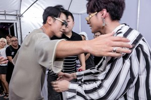 Bi Rain ôm Sơn Tùng M-TP chúc mừng sau màn biểu diễn ở Thái Lan