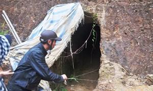 Bí thư huyện tường trình về việc 'đào hầm xuyên núi'