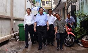 Bí thư Nguyễn Thiện Nhân lội nước thị sát tình trạng ngập úng tại TP HCM