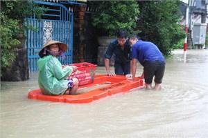 Bình Định: Hơn 1 tỷ đồng hỗ trợ các hộ dân bị sập nhà do mưa lũ