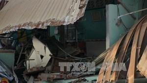Bình Dương: Xe tải đầu kéo đâm vào nhà dân làm một người chết