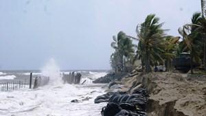 Bờ biển Cửa Đại vẫn sạt lở