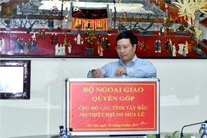 Bộ Ngoại giao quyên góp ủng hộ đồng bào các tỉnh Tây Bắc
