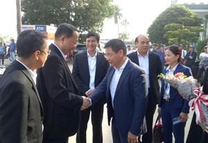Bộ trưởng Bộ Ngoại giao Triều Tiên tham quan Vịnh Hạ Long