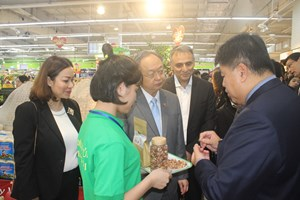 Bộ trưởng Thương mại Thái Lan đến Big C tìm hiểu sản phẩm Việt