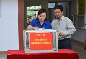 Bộ Y tế quyên góp ủng hộ đồng bào bị thiệt hại do mưa lũ