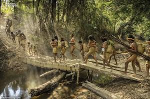 Hình ảnh bất ngờ về một bộ lạc bị đe dọa tuyệt chủng