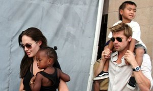 Brad Pitt bị thẩm vấn