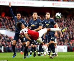 [ẢNH] Cận cảnh Arsenal khiến Manchester United 'nếm trái đắng'