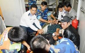 Cảnh sát biển cứu ngư dân bị nạn ở Cù Lao Chàm
