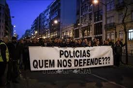 Cảnh sát Bồ Đào Nha tuần hành đòi tăng lương.