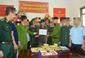'Cắt rừng' bắt đối tượng người Lào vận chuyển 6 vạn viên ma túy