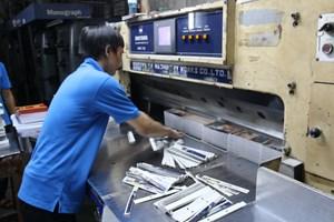 Cắt vụn gần 1.500 ấn phẩm thể hiện sai chủ quyền Việt Nam
