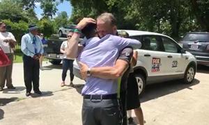 Cha xúc động khi nghe nhịp tim của con gái đã mất
