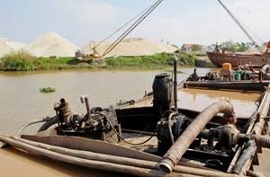 Chấn chỉnh hoạt động khai thác cát trên sông