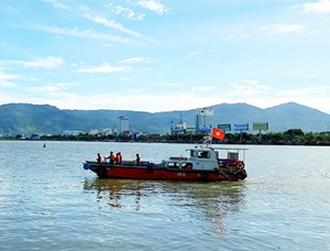 Chàng trai mất tích khi nhảy xuống sông Hàn cứu người