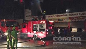 Cháy dữ dội tại siêu thị điện máy lớn ở thành phố Đông Hà