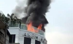 Cháy lớn khách sạn gần chợ Bến Thành, nhiều khách nước ngoài thoát nạn