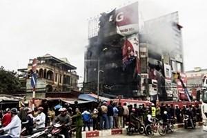 Cháy lớn siêu thị điện máy tại Hà Nội