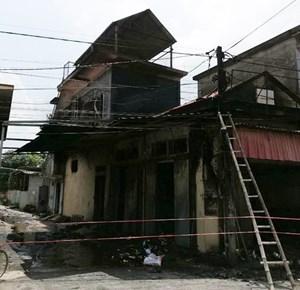 Cháy lớn tại cửa hàng tạp hóa tại Hải Phòng