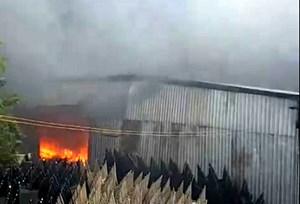 Cháy lớn tại Khu công nghiệp Nhị Xuân - TP Hồ Chí Minh