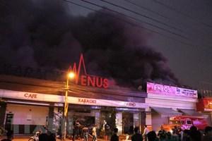 Cháy lớn tại quán karaoke ở Hải Phòng, lửa lan sang nhà xung quanh