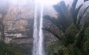 Chết thảm vì chụp ảnh 'tự sướng' ở thác nước cao 480 m