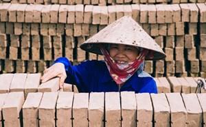 Chính sách đối với lao động nữ: Còn nhiều khoảng trống