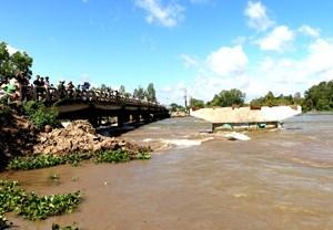 Chính thức xả đập kiểm soát lũ sông Cửu Long và vùng Tứ Giác Long Xuyên
