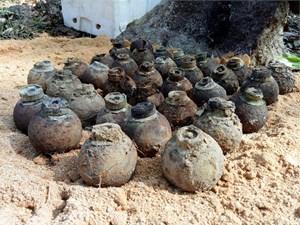 Cho phát nổ 130 quả bom bi ở núi Khỉ