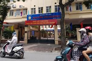 Chủ tịch Hà Nội yêu cầu xác minh việc 11 học sinh bị bạo hành