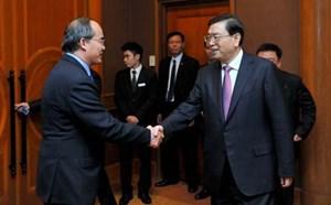 Chủ tịch Nguyễn Thiện Nhân chiêu đãi ông Trương Đức Giang