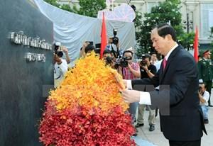 Chủ tịch nước dâng hương, dâng hoa tại Bảo tàng Hồ Chí Minh