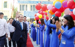 Chủ tịch nước đánh trống khai giảng năm học mới tại Hà Nội