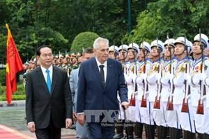 Chủ tịch nước đón, hội đàm với Tổng thống Cộng hòa Czech