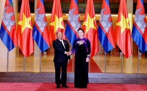 Chủ tịch Quốc hội đón, hội đàm với Chủ tịch Quốc hội Vương quốc Campuchia