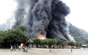 Chưa xác định được thiệt hại vụ cháy lớn ở cửa khẩu Tân Thanh