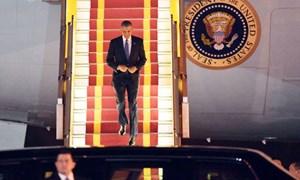 Chuyên cơ của Tổng thống Mỹ hạ cánh xuống Nội Bài