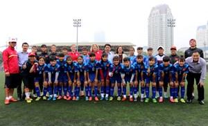 Chuyên gia bóng đá Mỹ sang Việt Nam giao lưu bóng đá nữ