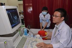 Chuyên gia tim mạch Mỹ hỗ trợ mổ tim miễn phí cho trẻ em