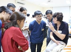 Chuyên gia Úc tập huấn cấp cứu nhi khoa nâng cao cho bác sĩ Việt