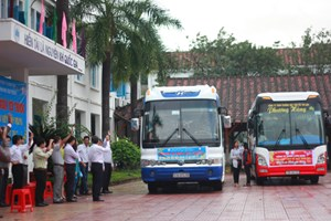 'Chuyến xe xuân yêu thương' đưa 320 sinh viên về quê ăn Tết