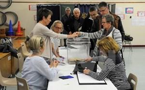 Có đến 1/3 số cử tri Pháp không lựa chọn cả hai ứng viên tổng thống