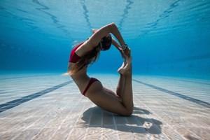 Cô gái lặn dưới biển 6,5 phút không cần bình oxy