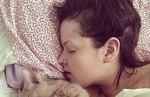 Cô gái ngủ liên tục suốt... nửa năm
